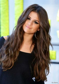 Selena Gomez et ses yeux ultra-charbonneux.
