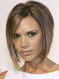 """Victoria Beckham miała już wiele wcieleń, ale ten pob (skrót od """"posh bob"""") jest jednym z najpiękniejszych i najczęściej kopiowanych."""