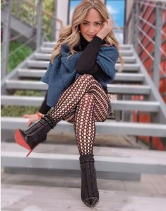 Fashion Tights, Cozy Fashion, Hot Outfits, Trendy Outfits, Cool Tights, Fishnet Tights, Socks Outfit, Simple Fall Outfits, Pantyhose Outfits
