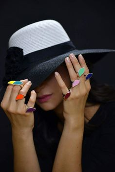Quando piove e il cielo è grigio noi ci riempiamo di colori! #Rachelorly #gioielli #argento #anello #Monica #madeinitaly