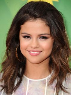 Selena Gomez No Dating Justin Bieber - Selena Gomez Monte Carlo Interview - Seventeen it's better this way Selena please tell Clinton Lewis u got the messages how mush he is feeling about u and how mush he loves u Clinton Lewis will do anything to be your new boyfriend maybe a new husband