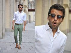 BEACH : Light Cotton Shirt/ Colored Chinos/ Sunglasses