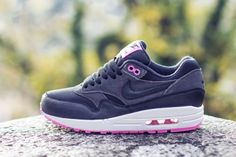 Nike WMNS Air Max 1 – Anthracite – Black – Red Violet