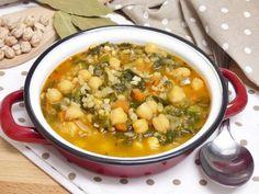 Garbanzos con arroz y espinacas Rice Recipes, Soup Recipes, Vegan Recipes, Spanish Kitchen, Deli Food, Vegetarian Soup, Batch Cooking, Chana Masala, Smoothie Recipes