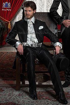 Traje de novio italiano Levita Redingote Coreana en tejido brocado negro con cuello de pedrería, modelo 1310 Ottavio Nuccio Gala colección Barroco 2015.
