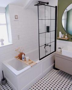 Small Bathroom With Bath, Small Bathroom Interior, Small Bathroom Layout, Tiny Bathrooms, Upstairs Bathrooms, Master Bathroom, Small Bathroom Makeovers, Bathroom Ideas White, Bathroom Remodel Small