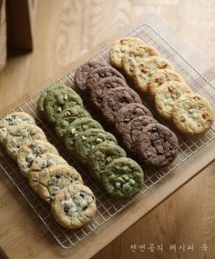 아메리칸쿠키 4종, 첫번째 레시피 : 초코칩쿠키 만들기 : 네이버 블로그 Ben's Cookies, Choco Chip Cookies, Cookies For Kids, Bakery Recipes, Cookie Recipes, Snack Recipes, Dessert Recipes, Sweet Desserts, Vegan Desserts