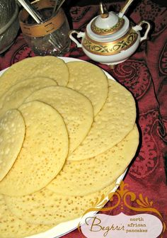 step by step tutorial how to make Algerian North African pancakes with 1000 holes Real Food Recipes, Dessert Recipes, Cooking Recipes, Yummy Food, Desserts, Tasty, Morrocan Food, Moroccan Bread, Moroccan Dishes