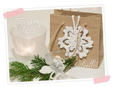 Cozy & Cuddly Adventskalender, Tür 9: Anleitung mit Bildern für eine gehäkelte Schneeflocke. DIY. Als Verzierung für Geschenke oder als Mitbringsel!