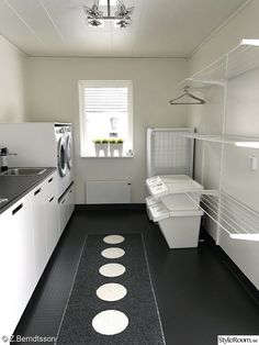 Stunning and also practical small utility room concepts - It's all too easy for . Stunning and also practical small utility room concepts - It's all too easy for . Small Utility Room, Utility Room Designs, Small Laundry Rooms, Laundry Room Organization, Utility Room Ideas, Small Rooms, Storage Organization, Storage Ideas, Small Spaces