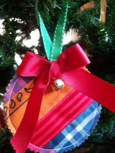 Cute way to keep babies first clothes or something similar. Fabric Gift Tags/Keepsake Ornaments