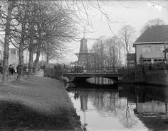 De_Morssingel_te_Leiden_met_op_de_voorgrond_de_Rijnsburgerbrug_en_op_de_achtergrond_molen_De_Valk_-_Leiden