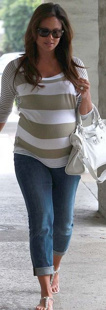 Vanessa Minnillo indulges her pregnancy cravings with a visit to a waffle diner . - Vanessa Minnillo indulges her pregnancy cravings with a visit to a waffle diner as she counts down - Cute Maternity Outfits, Pregnancy Outfits, Maternity Wear, Pregnancy Photos, Maternity Fashion, Pregnancy Fashion, Maternity Styles, Vanessa Minnillo, Estilo Baby Bump