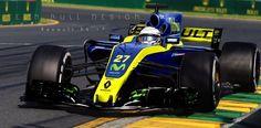 ...e uma versão do carro vencedor nos anos 2000, mas com azul escuro