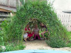 Levende wilgentakken hut.