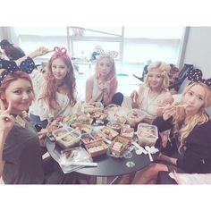 Girls' Generation - Party : Taeyeon, Hyoyeon, Sooyoung, Yoona and Seohyun