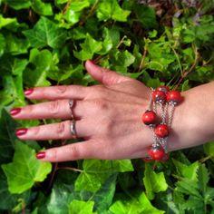 Braccialetto-collana con palline rosse in ceramica raku