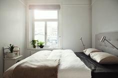 Situar la cama bajo la ventana estilo nórdico decoración en blanco decoración dormitorios nórdicos decoración de interiores cocinas blancas modernas blog estilo nordico escandinavo blog decoracion interiores