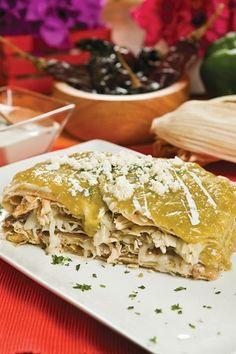 Pastel Azteca I Love Food, Good Food, Yummy Food, Tasty, Best Mexican Recipes, Favorite Recipes, Waffles, Deli Food, Latin Food