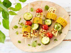 Leipäjuusto-kasvisvartaat Avocado Toast, Cobb Salad, Food And Drink, Cheese, Vegetables, Breakfast, Recipes, Kids, Morning Coffee