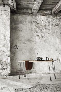 muubs -materiaux brut-mur en pierres blanches-poutres apparentes-bureau design-wabi sabi