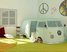 Toujours en quête de la déco parfaite pour la chambre de ma poupée, j'ai craqué aujourd'hui pour une sélection d'ambiances pour filles et pour garçons, toutes très originales et gaies, ce qui me semble être 2 critères indispensables lorsqu'il s'agit de d'aménager l'univers de nos babys… Mention spéciale au van Volkswagen vintage reconverti en lit ! Voici les pics et pour découvrir d'autres inspirations originales c'est ici . Sur le même thème