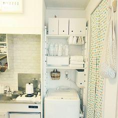女性で、1Kの無印良品/賃貸/一人暮らし/14㎡/ワンルーム 狭い/PPケース…などについてのインテリア実例を紹介。「洗濯機の上の棚を、突っ張り棚から レクポストに変更しました。 レイアウトはほとんど一緒(*´ェ`*)…」(この写真は 2015-12-15 23:20:35 に共有されました)