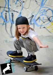 Skate board outfit here is how to put on the trend. Kids Pop, Cute Kids, Little Boy Fashion, Kids Fashion, Tomboy Kids, Kids Girls, Baby Kids, Skater Kid, Kids Skates