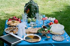 Love this Blue sofreh aghd with the many traditional elements including the mirror. Iranian Wedding, Persian Wedding, Wedding Rituals, French Press Coffee Maker, Cold Brew Coffee Maker, Persian Culture, Real Coffee, How To Make Tea, Unusual Gifts
