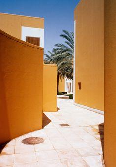 Yellow exterior of The Danish Embassy in Riyadh, Saudi Arabia. Photo by Troels Troelsen
