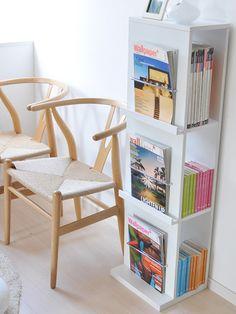 まさに見せる収納ですね!いろいろな雑誌が欲しくなっちゃいます。色も綺麗な白でシンプルな北欧インテリアに合いそうです