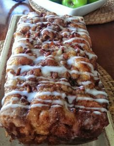 It's apple-picking season! Our newest, most autumnal favorite way to enjoy the fresh-picked fruits? This simple-to-make Apple Fritter Bread! This country apple fritter bread is absolutely the best I have ever had! Apple Fritter Bread, Apple Bread, Apple Fritters, Apple Cinnamon Bread, Apple Strudel, Apple Pies, Cinnamon Bun Cake, Mousse Au Chocolat Torte, Pumpkin Loaf