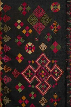Indian and Himalayan Art (primitive and classical) Art indien et himalayen (primitif et classique) Phulkari Embroidery, Indian Embroidery, Hand Embroidery Designs, Embroidery Patterns, Textile Fabrics, Textile Prints, Fabric Patterns, Print Patterns, Kutch Work