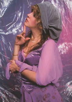 Stevie Nicks in purple Lindsey Buckingham, Buckingham Nicks, Members Of Fleetwood Mac, Stephanie Lynn, Stevie Nicks Fleetwood Mac, Women Of Rock, Beautiful Voice, Beautiful Goddess, Woman Crush