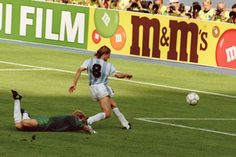 No histórico duelo entre Brasil e Argentina válido pelas oitavas de finais da Copa do Mundo da Itália em 1990, Maradona partiu do meio-campo e driblou três defensores brasileiros até tocar para Caniggia, livre, driblar o goleiro Taffarel e marcar o único gol do jogo, colocando fim ao sonho brasileiro naquele Mundial.