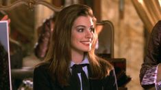 The Princess Diaries was produced by Whitney Houston and Debra Martin Chase and directed by Garry Marshall. Anne Hathaway was hired for the role of Mia because Garry Marshall's granddaughters saw her. Celebrity Look, Celebrity Crush, Princess Diaries 2, Princess Hairstyles, Lucky Ladies, Royal Engagement, Actrices Hollywood, Girl Celebrities, Anne Hathaway