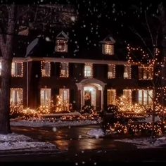 ❄ 20 Magical, Snowy, Animated Christmas Scenes To Start Getting You In The Holiday Mood Tacky Christmas, Christmas Feeling, Days Until Christmas, Christmas Scenes, Christmas Countdown, Christmas Movies, All Things Christmas, Winter Christmas, Christmas Lights
