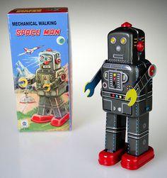 Tin Robot Mechanical Walking Space Man