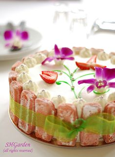 Edible flower, strawberry with lovely ladyfinger fence tied w/a green ribbon cake! birthday cake for a thai friend Food Cakes, Cupcake Cakes, Pretty Cakes, Beautiful Cakes, Amazing Cakes, Fruit Recipes, Cake Recipes, Patisserie Fine, Fancy Cakes