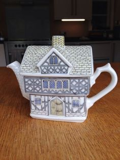 Sadler Tudor House Teapot #TeaPots