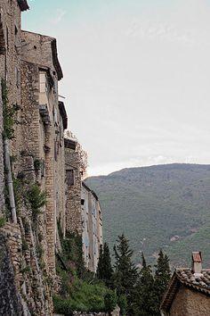 Découverte touristique de Montbrun-les-Bains Drôme