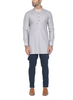This WYCI kurta makes a stylish impact with its lovely patch collar. The kurta is crafted from Egyptian cotton fabric in an elegant shade of light grey. It features four button fastenings at the front placket, side slits and curved hemline.
