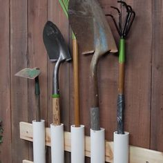 Pvc organizar herramientas PVC Tool Shed Organizing Hacks Garden Tool Storage, Shed Storage, Garage Storage, Yard Tool Storage Ideas, Pvc Pipe Storage, Diy Storage Projects, Power Tool Storage, Knife Storage, Hallway Storage