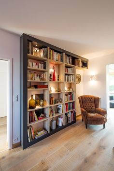 Reading At Home, Reading Nook, Desk Nook, Bibliotheque Design, Room Interior Design, Home Office, Bookcase, Circulation, Sweet Home