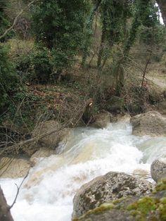Πεζοπορία ως το ποτάμι στο δικό μας