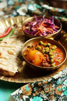 Recipe simple vegan potato and peas curry vegan indian recipes, veg rec Vegan Indian Recipes, Vegetarian Recipes, Cooking Recipes, Aloo Matar Recipe, Potato And Pea Curry, South Indian Food, Vegetable Dishes, Potato Vegetable, Vegetable Curry