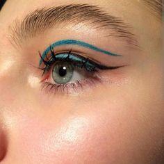 CELlNE - blue eyeliner