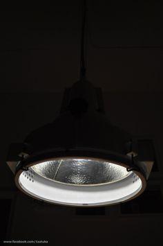 Lampa znaleziona w Archikatedrze Warszawskiej. Była w stanie opłakanym ale została poddana gruntownej a co za tym idzie czasochłonnej renowacji. Efekt przeszedł nasze najśmielsze oczekiwania. Więcej o lampie na www.facebook.com/... Lampa jest na sprzedaż