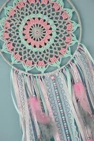 15 crochet dream catcher patterns and tutorials – Artofit Crochet Home, Love Crochet, Diy Crochet, Crochet Crafts, Crochet Doilies, Crochet Projects, Crochet Dreamcatcher Pattern, Crochet Mandala Pattern, Crochet Patterns