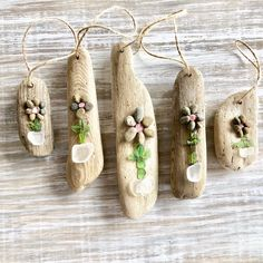 Driftwood and Sea glass flower ornaments Sea Glass Crafts, Sea Glass Art, Seashell Crafts, Beach Crafts, Driftwood Jewelry, Driftwood Projects, Driftwood Art, Driftwood Seahorse, Driftwood Ideas